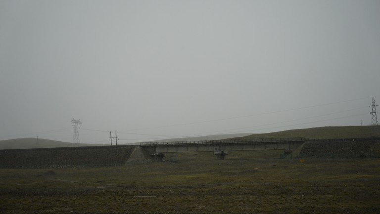 The elevated railway that transports people from Qinghai to Tibet.