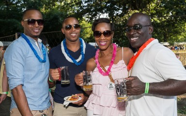 guests at brew at the zoo